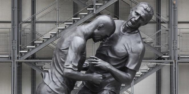 Le coup de tête de Zidane sur Materazzi, en finale de la Coupe du monde de football 2006, est désormais une œuvre sculpturale.