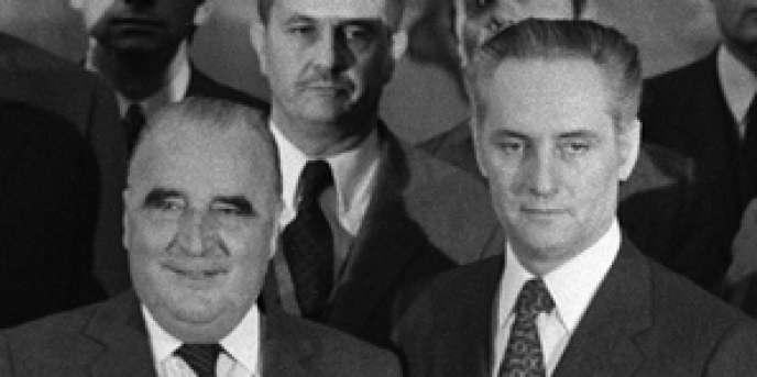 Jean Taittinger (à droite), dans le gouvernement Pompidou, le 13 avril 1973.