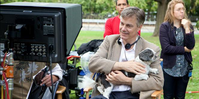 Le réalisateur américain Whit Stillman sur le tournage de son film