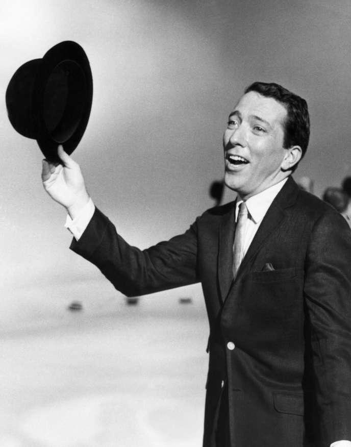 Andy Williams lors d'un show télévisé en 1961.