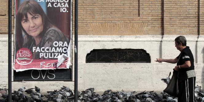 Une affiche de la présidente démissionnaire du Latium, Renata Polverini, le 27 septembre 2012, à Rome.