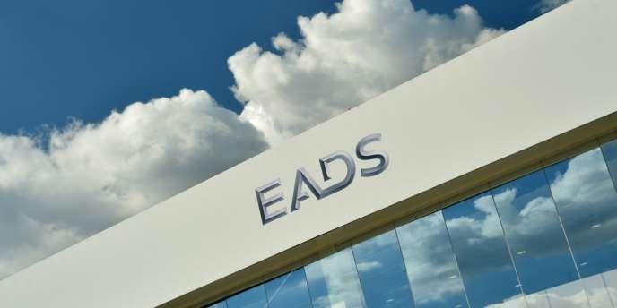 En 1997 déjà, un projet similaire avait été dessiné et, depuis, il n'a cessé de travailler le monde de la défense français, allemand et britannique. Il concernait les mêmes groupes - Aerospatiale, Dasa (aujourd'hui réunis dans EADS) et BAE - et les mêmes acteurs.