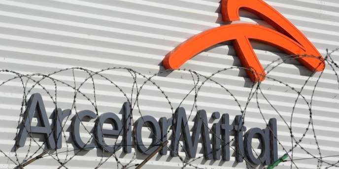 Le groupe ArcelorMittal a annoncé, jeudi 24 janvier, son intention de fermer sept de ses douze dernières lignes de production dans le bassin sidérurgique de Liège (Belgique).