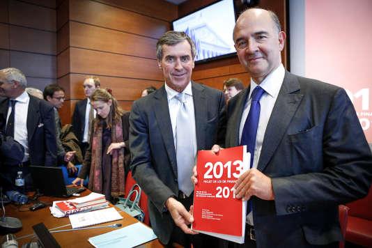 Le ministre du budget Jérôme Cahuzac et le ministre de l'économie et des finances Pierre Moscovici à l'Assemblée nationale avant leur audition par la commission des finances sur le projet de loi de finances 2013, le vendredi 28 septembre 2012.