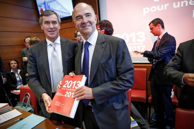 Jérôme Cahuzac et Pierre Moscovici à l'Assemblée nationale avant leur audition par la commission des finances sur le projet de loi de finances 2013, le vendredi 28 septembre 2012.