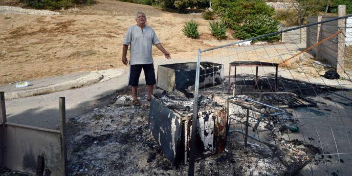 Une surface d'environ 5m2 a été incendiée sur le terrain vague où s'étaient installés des Roms à Marseille.