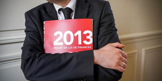 Le projet de loi de programmation des finances publiques 2013 avant l'audition du ministre du budget, Jérôme Cahuzac, et du ministre de l'économie et des finances, Pierre Moscovici, par la commission des finances à l'Assemblée nationale, le 28 septembre 2012.