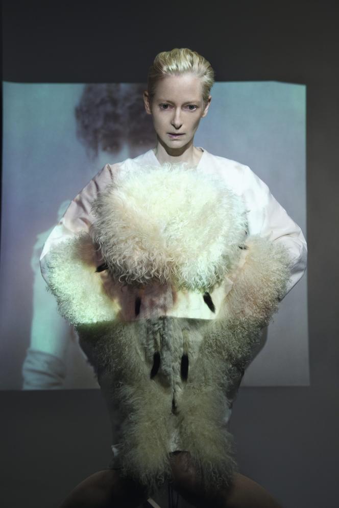 Ci-dessus, collet en hermine porté vers 1900 par la comédienne Sarah Bernhardt.