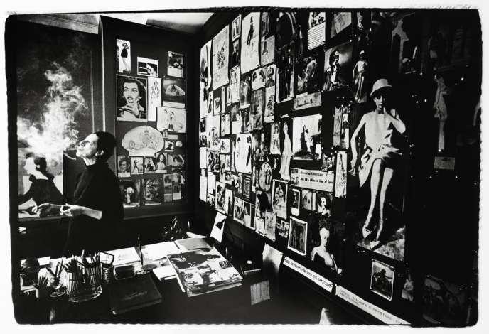 Diana Vreeland dans son bureau,  à la rédaction  de Vogue, en 1965.