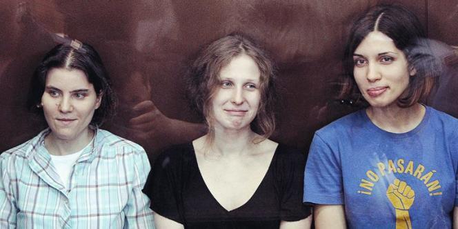 Nadezhda Tolokonnikova, Maria Alyokhina et Yekaterina Samutsevich, trois membres du groupe Pussy Riot arrêtées en février 2012 à Moscou.
