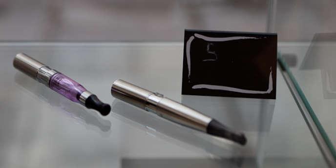 L'apparition de la cigarette électronique coïncide avec l'entrée en vigueur de l'interdiction de fumer dans les lieux publics, début 2008.