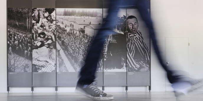 Dans le mémorial du camp de Dachau, en Allemagne
