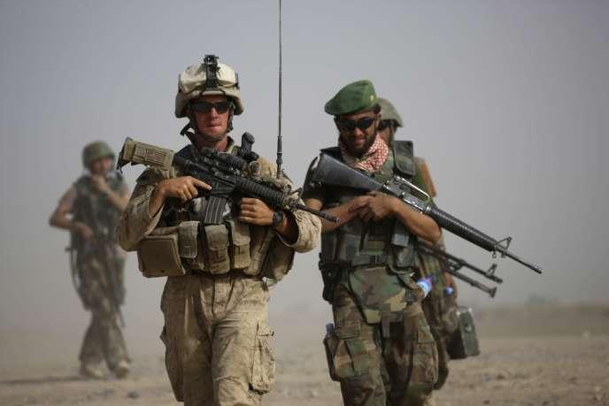 Un marine américain en patrouille avec des militaires afghans, le 3 octobre 2009.