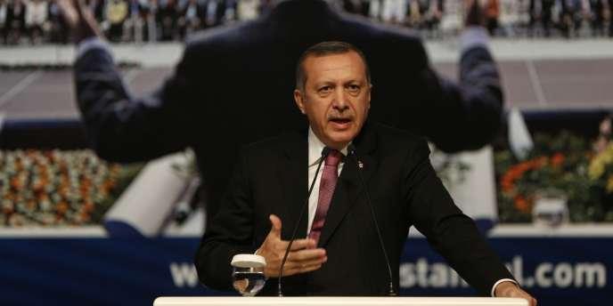 Recep Tayyip Erdogan, lors d'un meeting de l'AKP à Istanbul, le 22 septembre.