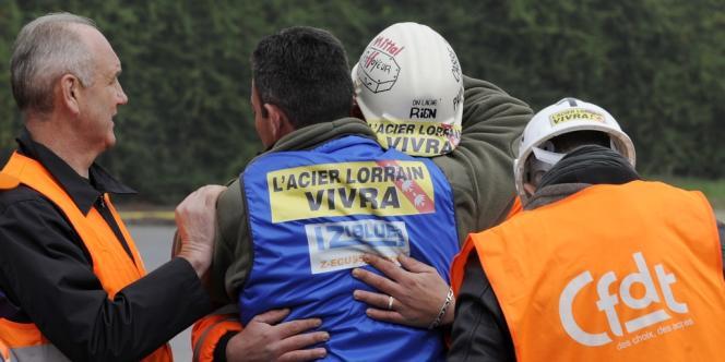 Devant le site ArcelorMittal de Florange, après l'annonce de la fermeture des Hauts-Fourneaux, le 1er octobre 2012.