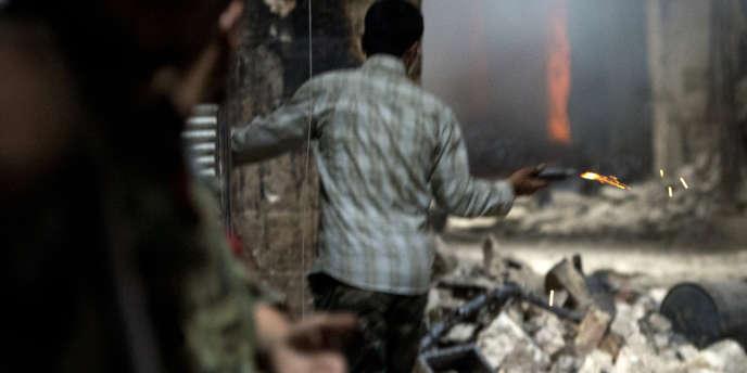 De violents combats entre soldats et rebelles dans les souks d'Alep,  le 30 septembre.