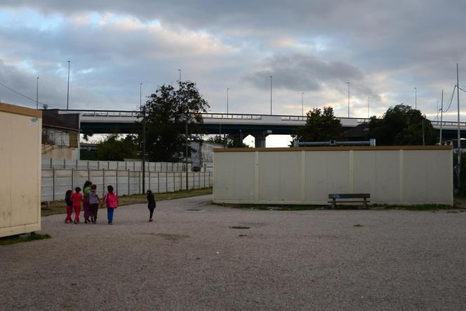 Le village d'insertion des Roms à Aubervilliers.