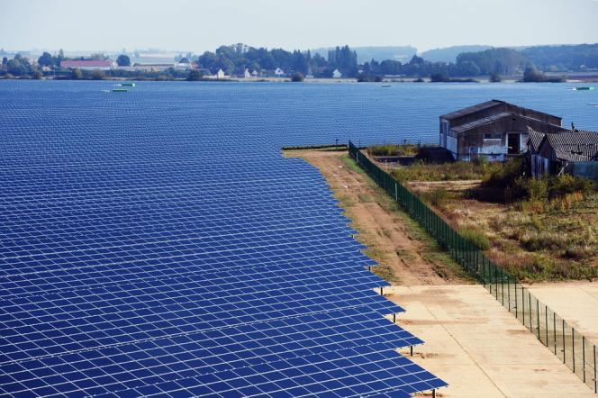 Vue aérienne de la centrale solaire EDF de Crucey (Eure-et-Loir), l'une des plus puissantes d'Europe, inaugurée le 28 septembre.