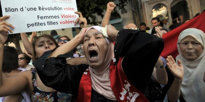 Le parquet avait tenté d'engager des poursuites pour atteinte à la pudeur contre la jeune femme et son fiancé, déclenchant un vaste scandale en Tunisie.