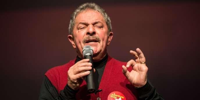 Luiz Inacio Lula da Silva, lors d'un meeting de campagne des candidats aux municipales du Parti des travailleurs, le 27 septembre à Sao Paulo.