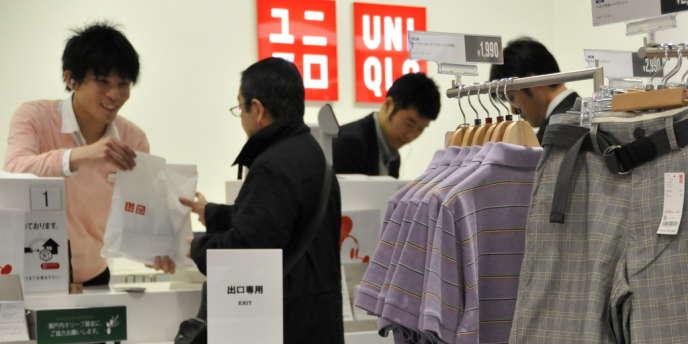 L'enseigne japonaise de prêt-à-porter Uniqlo ouvrira un troisième magasin en France, le 18 octobre, de plus de 1000 m2, dans le nouveau centre commercial de Levallois-Perret, dans les Hauts-de-Seine.
