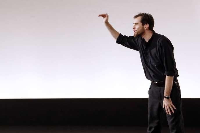 Le créateur Christophe Lemaire, après la présentation de la collection printemps-été 2013 d'Hermès.