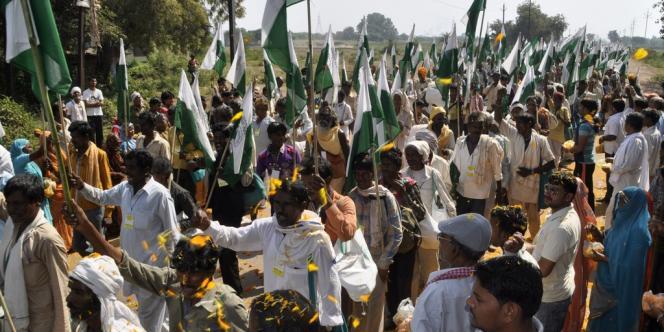 Des manifestants indiens au départ de la marche, près de Gwalior, le 3 octobre.