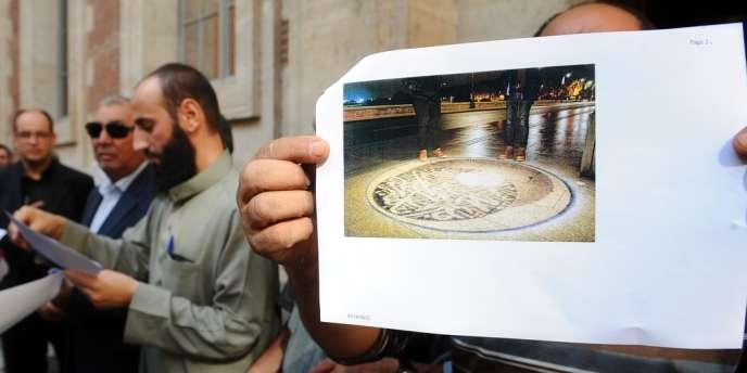 Une reproduction de l'œuvre de Mounir Fatmi,