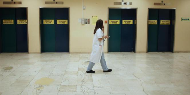 Les 21 000 internes en médecine pâtissent de leur statut flou, qui les rapproche plus de l'étudiant que du praticien en termes de droits sociaux.