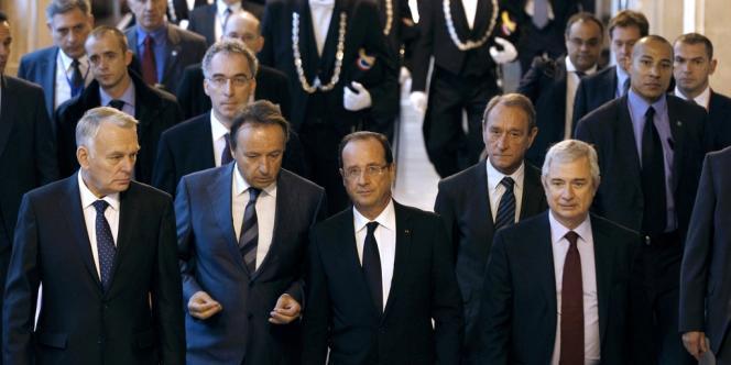 François Hollande entouré du premier ministre, Jean-Marc Ayrault, du président du Sénat, Jean-Pierre Bel, du maire de Paris, Bertrand Delanoë, et du président de l'Assemblée, Claude Bartolone, à la Sorbonne, vendredi 5 octobre.