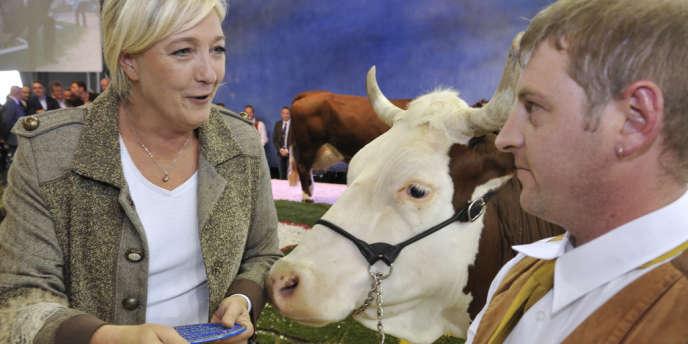 La présidente du FN, Marine Le Pen, jeudi 4 octobre à Cournon-d'Auvergne, dans le Puy-de-Dôme.
