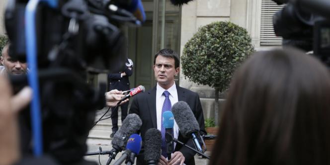 Manuel Valls, ici le 5 octobre à Paris, a suspendu 12 policiers de la BAC nord de Marseille impliqués dans une affaire de racket.