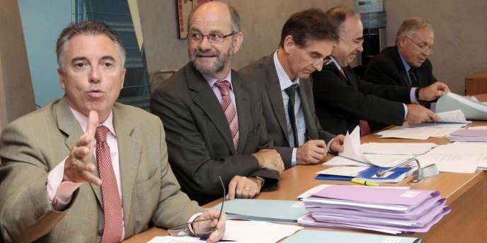 Frédéric Van Roekeghem, Michel Régereau (président de l'Uncam) et les syndicalistes Claude Leicher (MG France) et Michel Chassang (CMSF) en 2011. P.VERDY/AFP