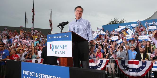 Mitt Romney devant près de 10 000 personnes à Port Sainte-Lucie en Floride, dimanche 7 octobre.