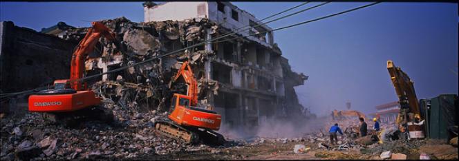 Démolition d'appartements à Pékin en novembre 2006 dans le cadre de la rénovation de la place Tiananmen avant les Jeux olympiques de 2008. Photo fournie par Amnesty International.