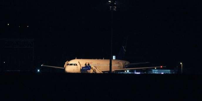 Ankara a intercepté mercredi un avion de ligne syrien en provenance de Russie, après avoir reçu des informations selon lesquelles il transportait des armes et des munitions à son bord vers Damas.