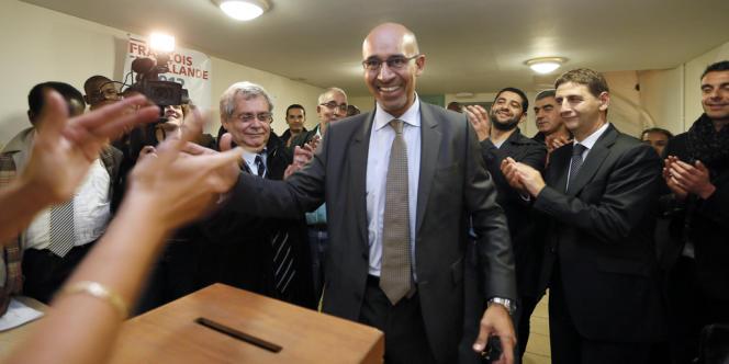 Le premier secrétaire du Parti socialiste par intérim, Harlem Désir, jeudi 11 octobre à Aulnay-Sous-Bois (Seine-Saint-Denis), lors du vote des militants pour les motions.