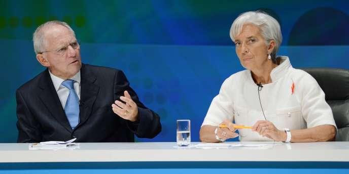 Lors du World Debate,organisé par la BBC, un vrai consensus sur la nécessité d'éviter une récession mondiale s'est dégagé. Wolfgang Schäuble, le ministre de l'économie allemand, et Christine Lagarde, la directrice générale du FMI, le 12 octobre à Tokyo.