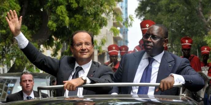 François Hollande et le président sénégalais, Macky Sall, le 12 octobre à Dakar.