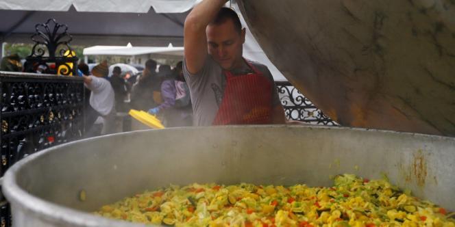 Le curry était préparé à partir de pommes de terre, carottes, tomates, oignons ou céleris jugés impropres à la vente car ne répondant pas à la norme du point de vue de la forme, de l'aspect de la peau ou de la taille.