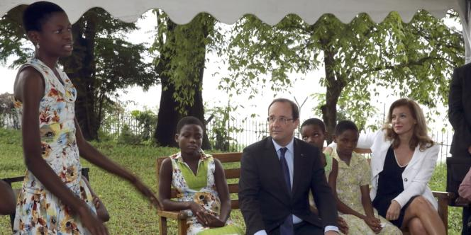 François Hollande et Valérie Trierweiler à Kinshasa le 13 octobre 2012.