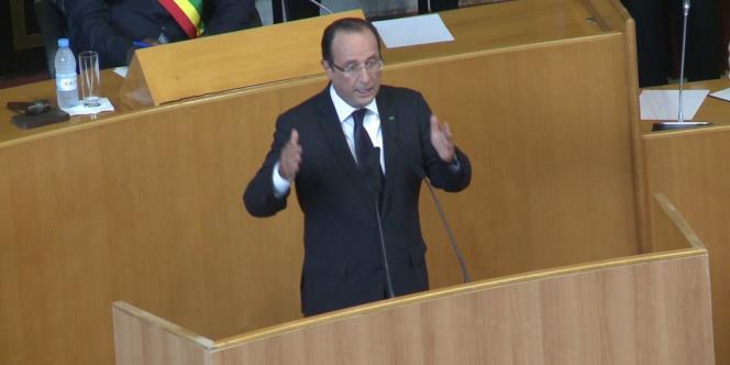 François Hollande à l'Assemblée nationale sénégalaise à Dakar, le 12 octobre 2012.