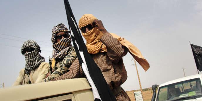 Des combattants du Mouvement pour l'unicité et le jihad en Afrique de l'Ouest (Mujao), le 7 août 2012.