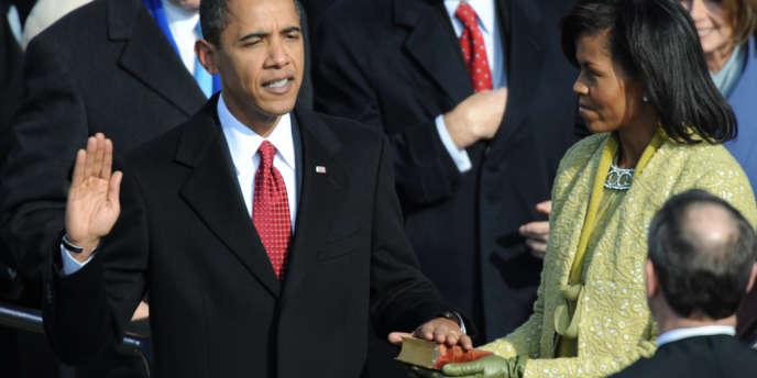 Barack Obama prête serment sur la Bible, le 20 janvier 2009.