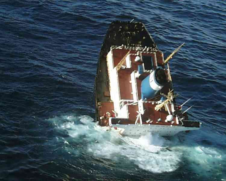 """(FILES) This file picture dated November 19, 2002 shows an aerial view of the stricken Bahamas-flagged tanker Prestige, split in two, sinking off Cayon, northwestern Spain. Seamen will go on trial on October 16, 2012 over the sinking of the Prestige petrol tanker which spilt a devastating oil slick when it sank off Spain in 2002, with hundreds of plaintiffs seeking billions in damages. Authorities have set up a court in an exhibition centre for the huge trial in the northern city of A Coruna, which environmentalists say does not go far enough in seeking justice for Spain's worst oil slick and preventing such a disaster occurring again. AFP PHOTO / DOUANE FRANCAISE  ---EDITOR'S NOTE--- RESTRICTED TO EDITORIAL USE - MANDATORY CREDIT """"AFP PHOTO / DOUANE FRANCAISE"""" - NO MARKETING - NO ADVERTISING CAMPAIGNS - DISTRIBUTED AS A SERVICE TO CLIENTS"""