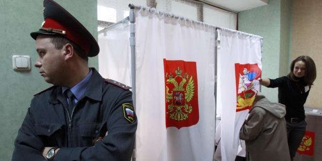 Un bureau de vote dans la banlieue de Khimki, à Moscou, dimanche 14 octobre.