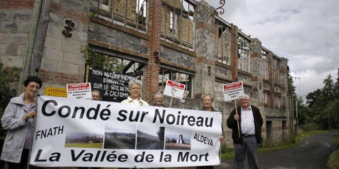 Des membres de l'association Aldeva en juin 2012 militent pour la reconnaissance de l'exposition à l'amiante de l'usine de Condé-sur-Noireau.