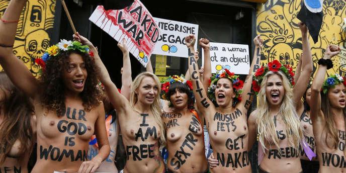 Les militantes de Femen France inaugurent leur
