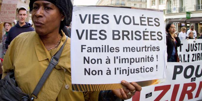 Marche de «commémoration nationale des victimes de la police» en 2012 rassemblant le collectif Vies volées, dont le comité Ali Ziri est membre, en mars à Paris.