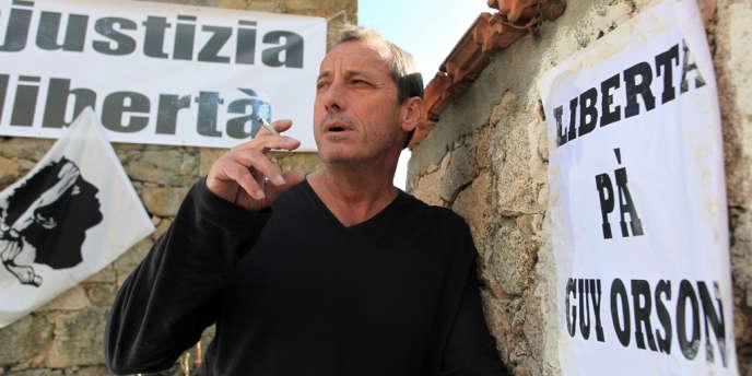 Alain Orsoni, président du club de football Athletic Club Ajaccio (ACA), pose devant sa maison à Vero près d'Ajaccio le 7 mars 2012.